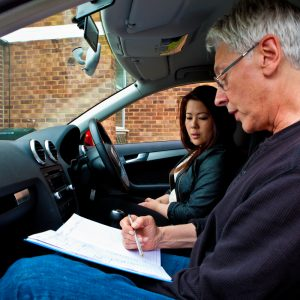 How to find a good driving school